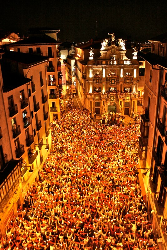 pobre de mi during the San Fermin festival