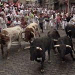 bull-run-pamplona-at-la-curva